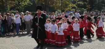 В день города наши первоклассники дали клятву верности кубанскому казачеству.