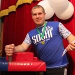 борьба на руках победитель Алексей Дзюбенко
